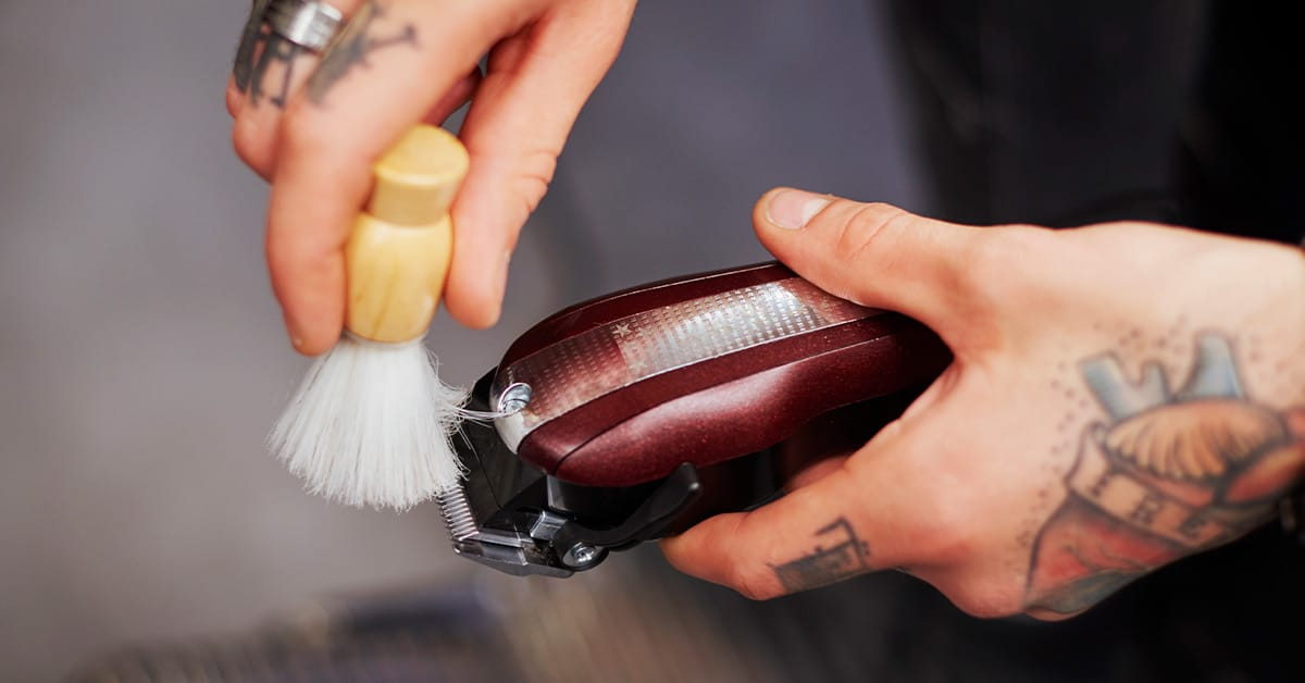 Clean Electric Razor With Alcohol